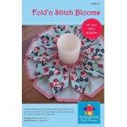 Fold'n Stitch Blooms Pattern by PoorHouse Quilt Designs - Christmas