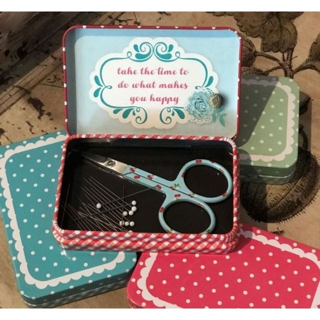 Magnetic Travel Pin Box by Riley Blake by Riley Blake Designs - Organisers
