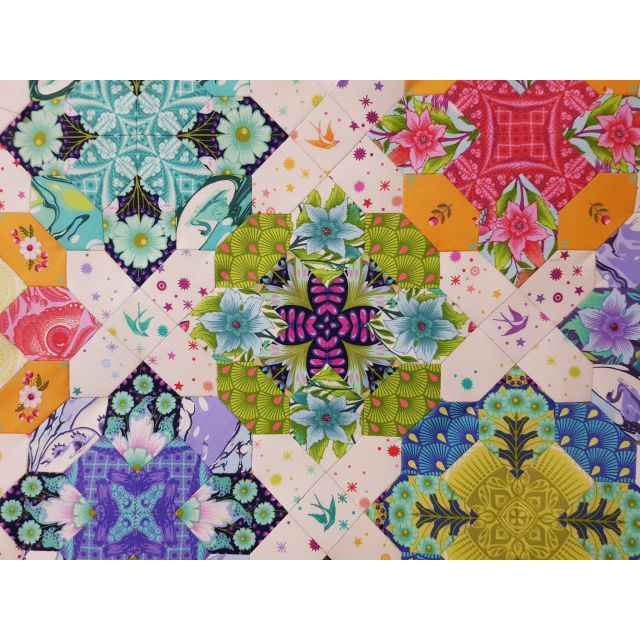 Prudence Quilt by Lilabelle Lane Creations -English Paper Piecing Pattern Full Kit includes Pattern, Templates & Papers by Lilabelle Lane Creations Paper Pieces Kits & Templates - OzQuilts