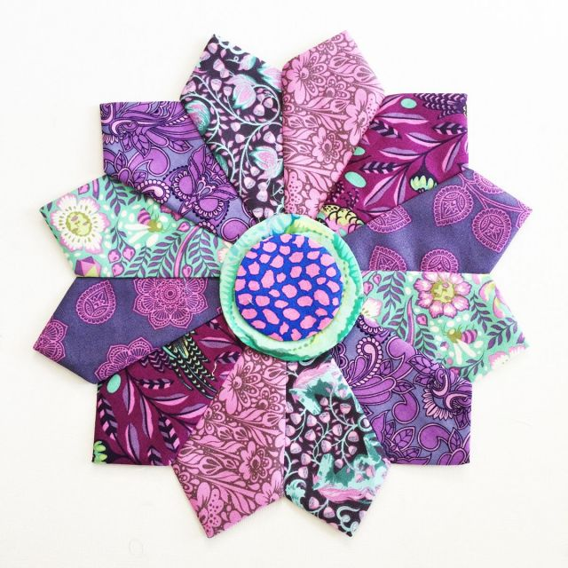 """Mini Dresden Plate Template Set for 5"""" Squares and Mylar Circles for the centres by OzQuilts Quilt Blocks - OzQuilts"""